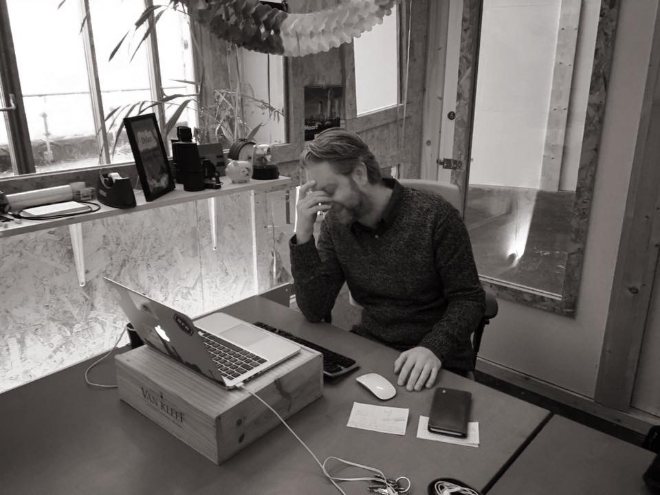 Dylan Donia op kantoor