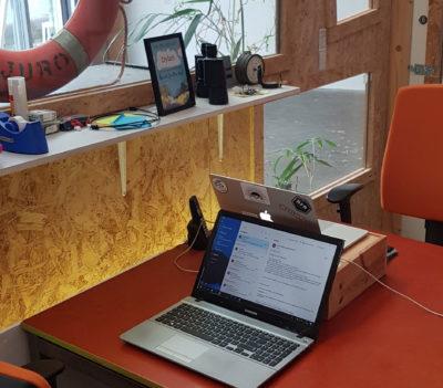 Op kantoor bij Donia Media